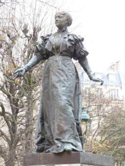 Maria Deraismes statue